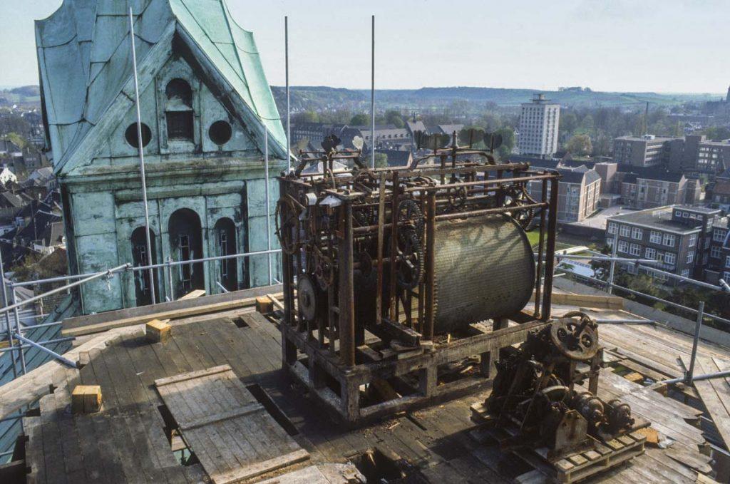 Het speeltrommel van het oude carillon